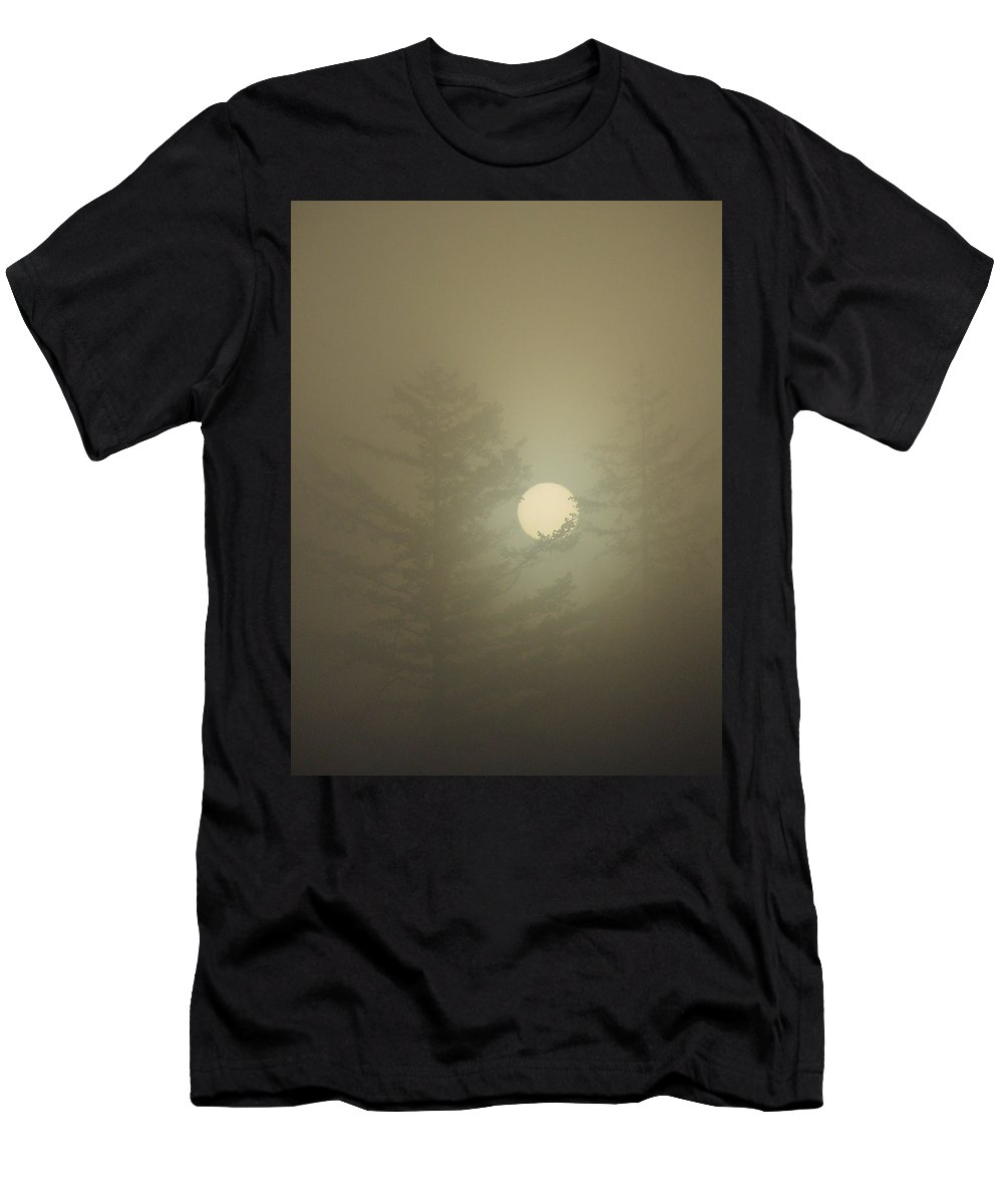 Sun Men's T-Shirt (Athletic Fit) featuring the photograph Sunrise Fogged - 2 by Shirley Heyn