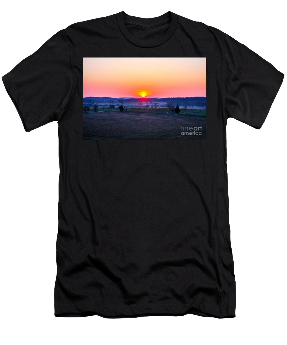 Gettysburg Battlefield Men's T-Shirt (Athletic Fit) featuring the photograph Sunrise From Confederate Avenue Gettysburg by William Rogers