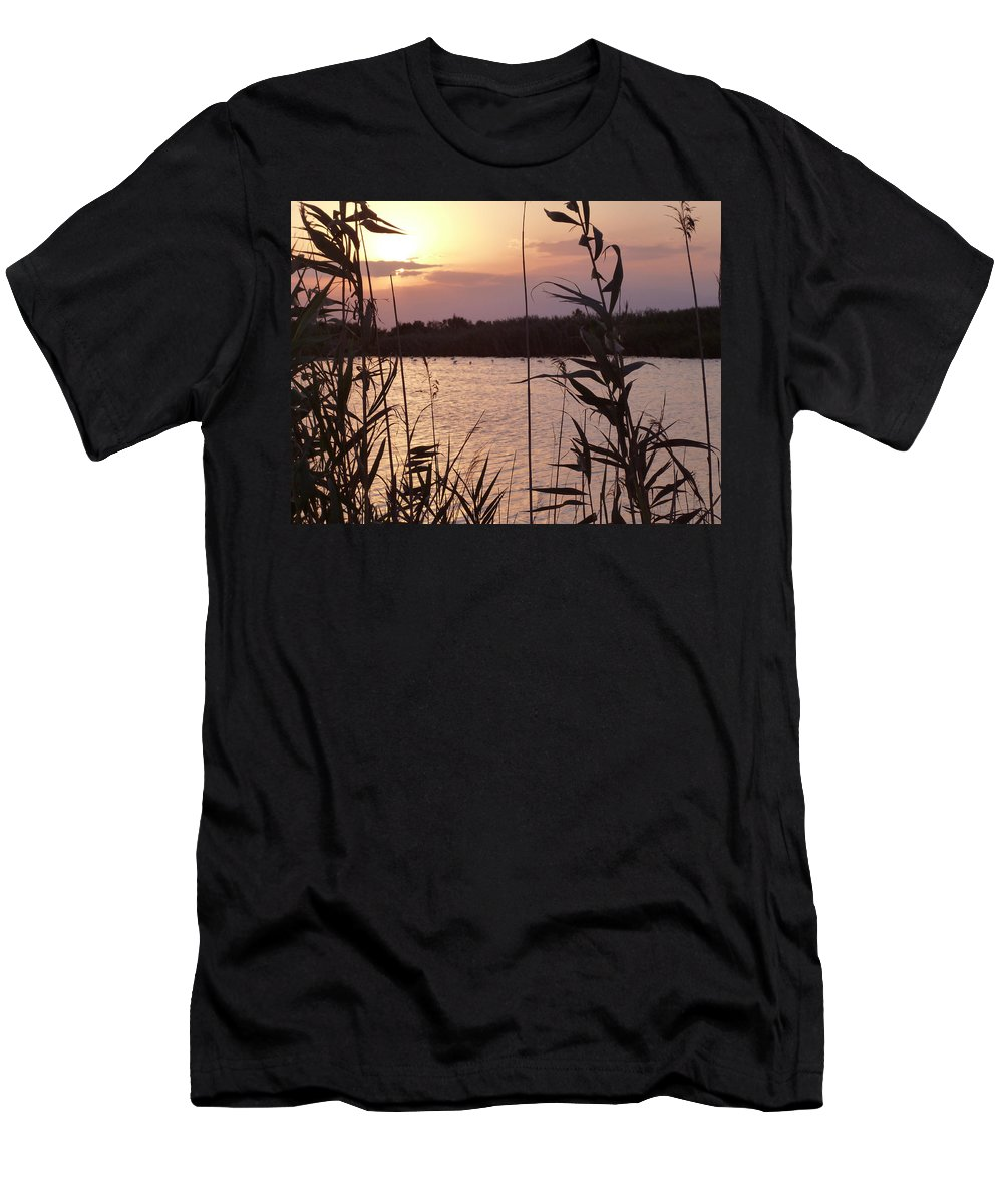 Almeria Men's T-Shirt (Athletic Fit) featuring the photograph Sunset And Water by Laura Greco
