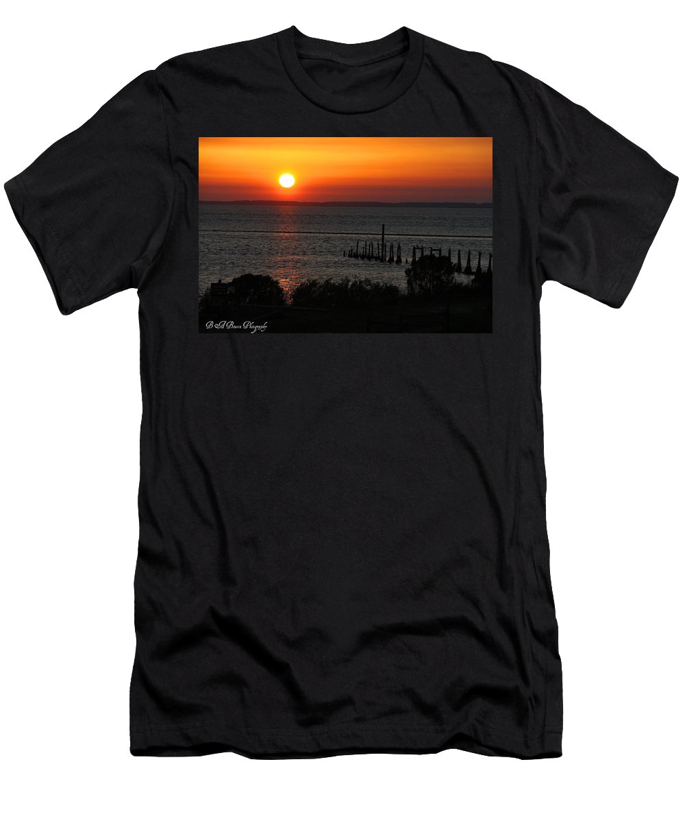 Sunset Men's T-Shirt (Athletic Fit) featuring the photograph Sunset At St.marks Nwf by Barbara Bowen