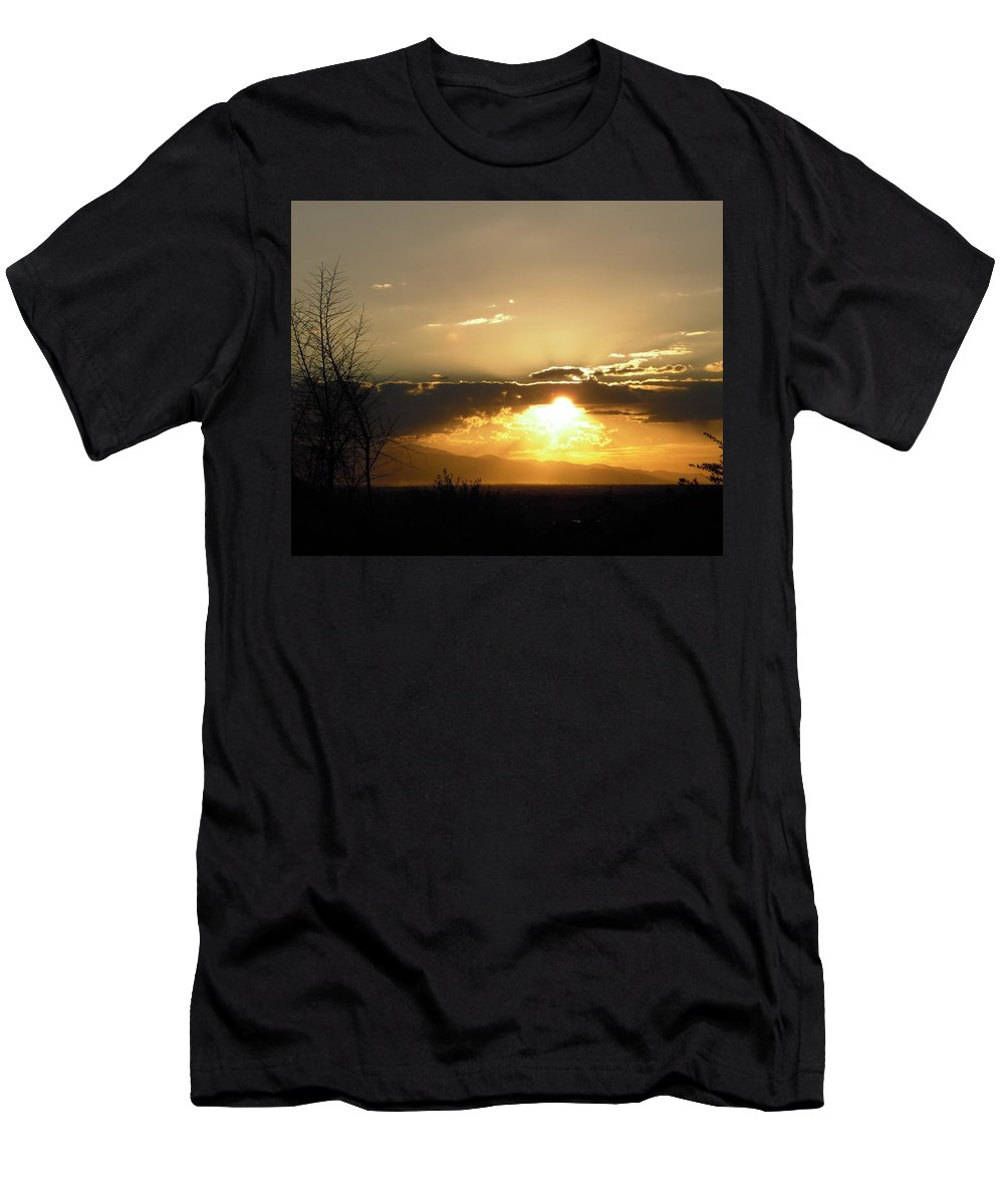 Sky Men's T-Shirt (Athletic Fit) featuring the photograph Sunset In Apple Valley, Ca by Stephanie Moore