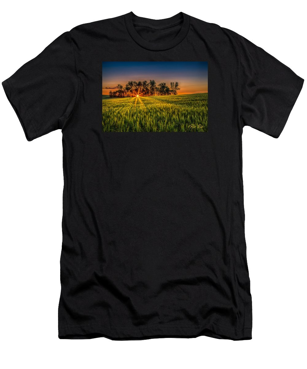 Natural Forms Men's T-Shirt (Athletic Fit) featuring the photograph Sunset On The Prairie by Rikk Flohr
