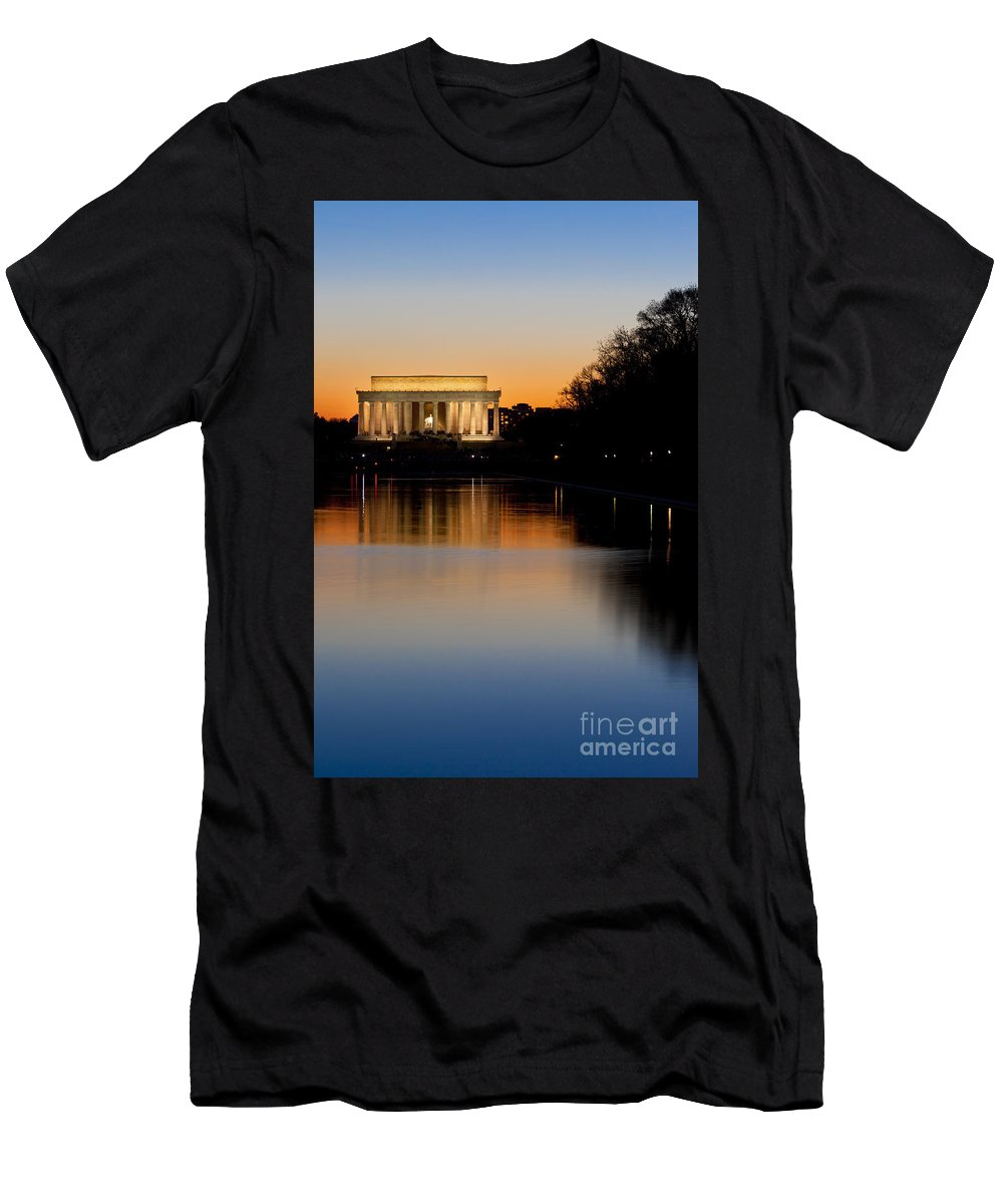 Lincoln Memorial Men's T-Shirt (Athletic Fit) featuring the photograph Sunset Over Lincoln Memorial by Brian Jannsen