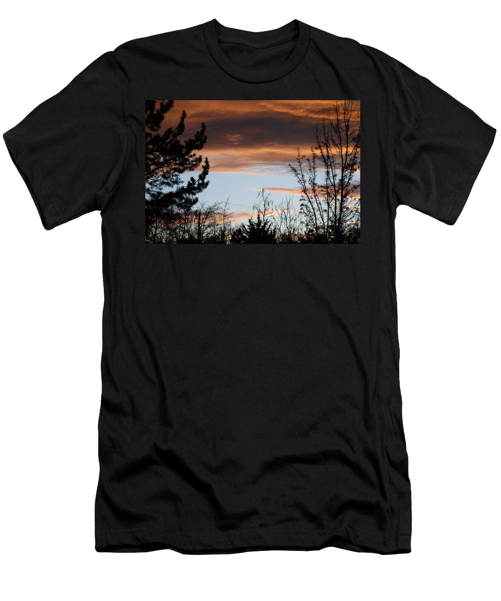 Sunset Men's T-Shirt (Athletic Fit) featuring the photograph Sunset Thru The Trees by Rob Hans