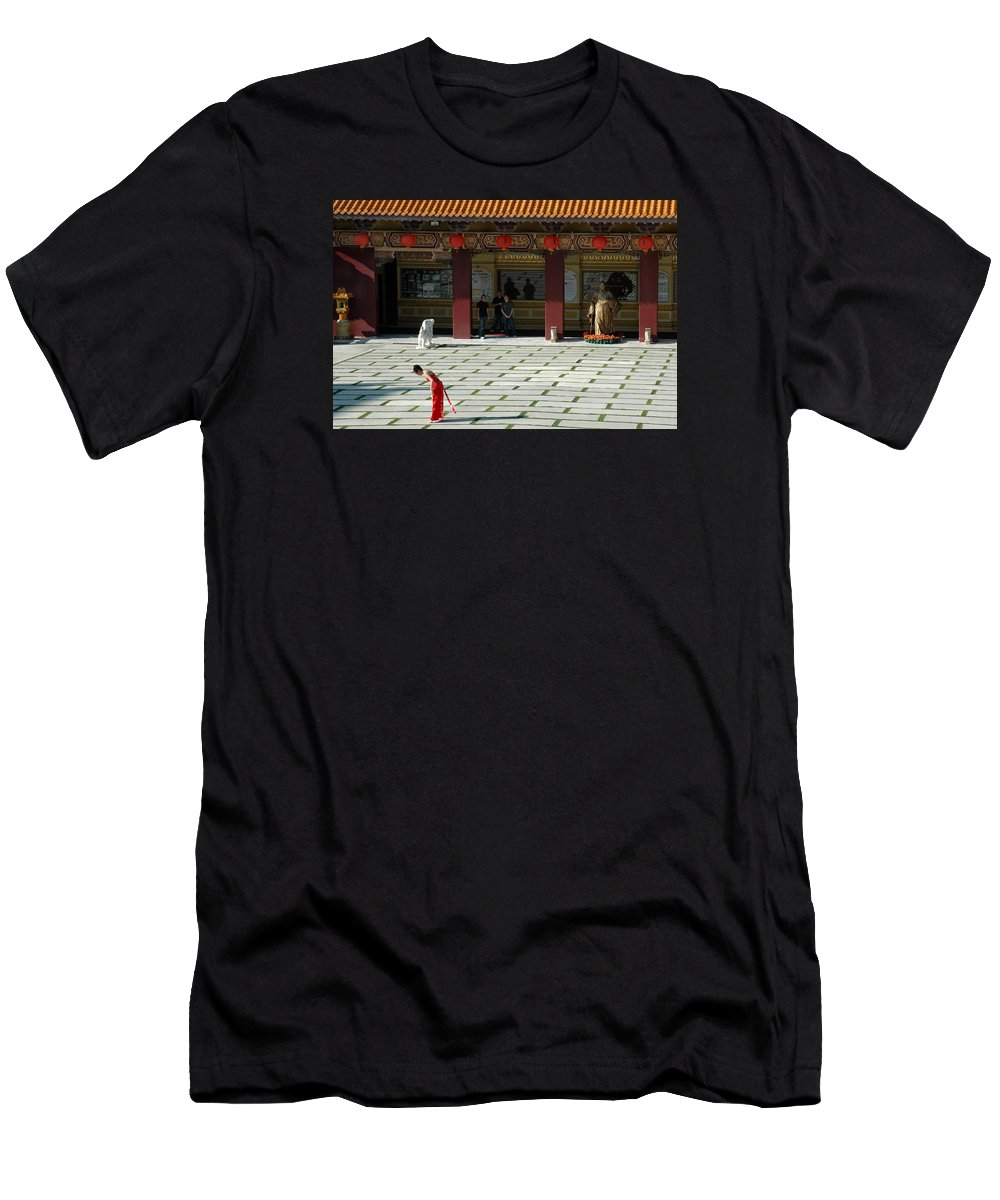 Temple Men's T-Shirt (Athletic Fit) featuring the photograph Temple Bow by Michael Ziegler