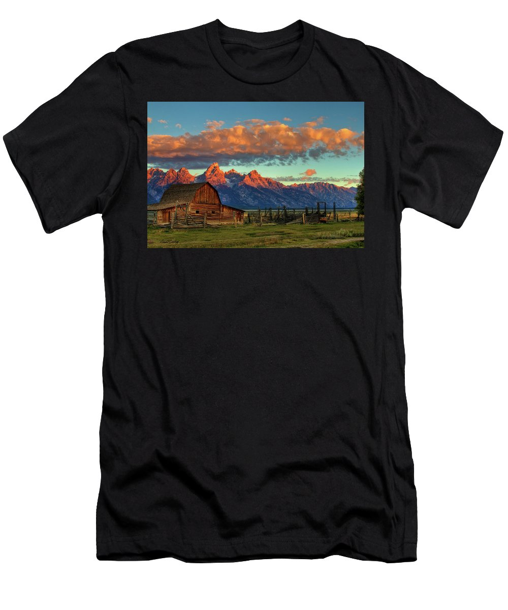 Grand Tetons Men's T-Shirt (Athletic Fit) featuring the photograph Tetons Barn by Richard Cronberg