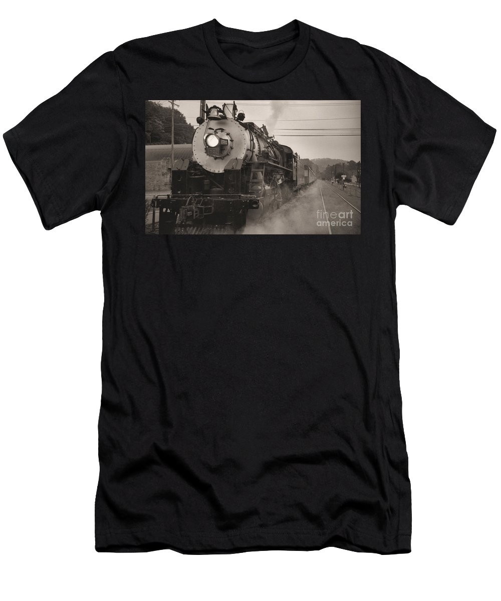 Trains Men's T-Shirt (Athletic Fit) featuring the photograph The 1702 At Dillsboro by Richard Rizzo