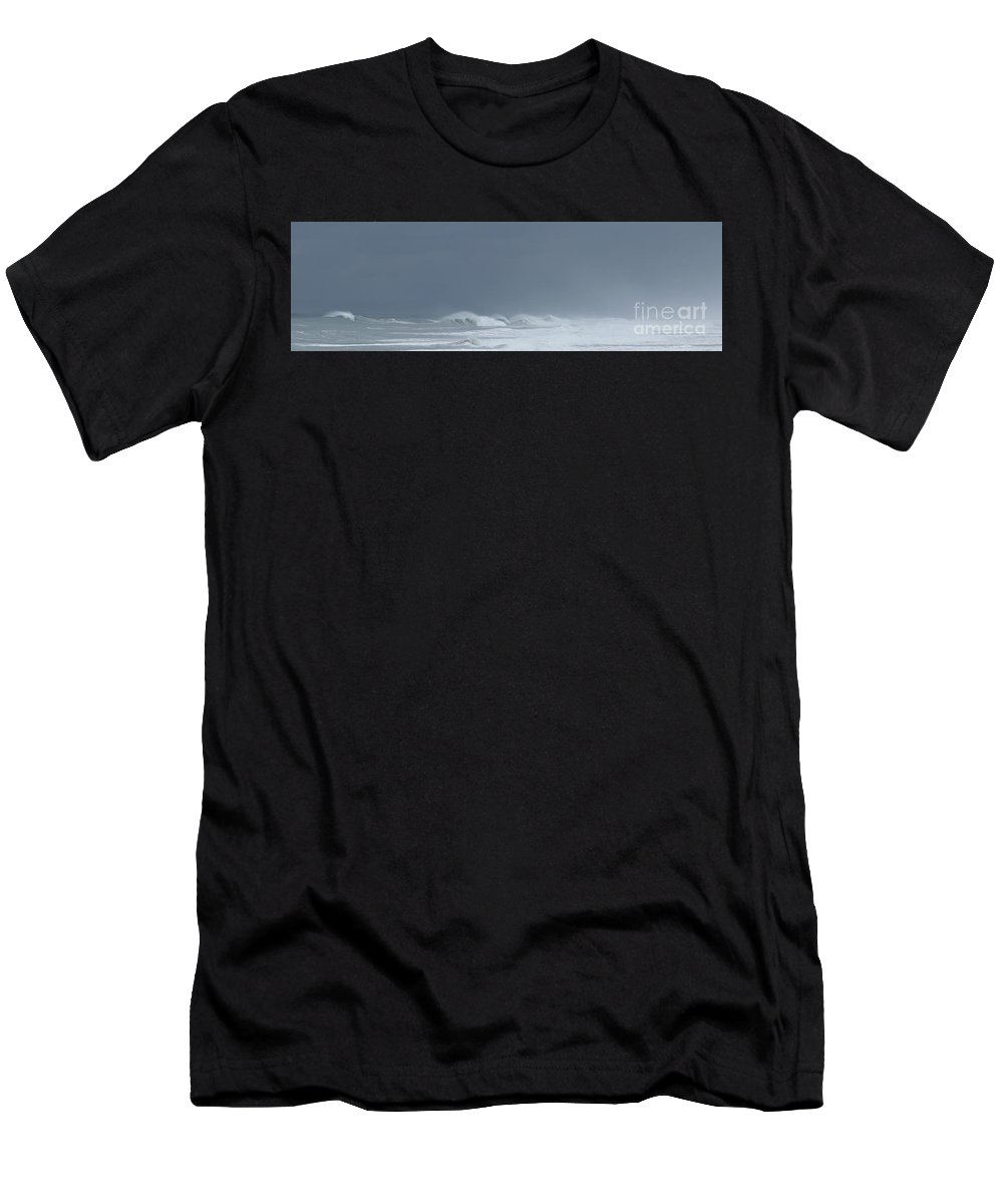 Seascape Men's T-Shirt (Athletic Fit) featuring the photograph The Coming Storm by Larry Daeumler
