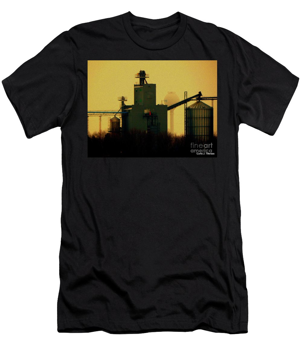 Elevator Men's T-Shirt (Athletic Fit) featuring the photograph The Earth And All That Is In It by Curtis Tilleraas