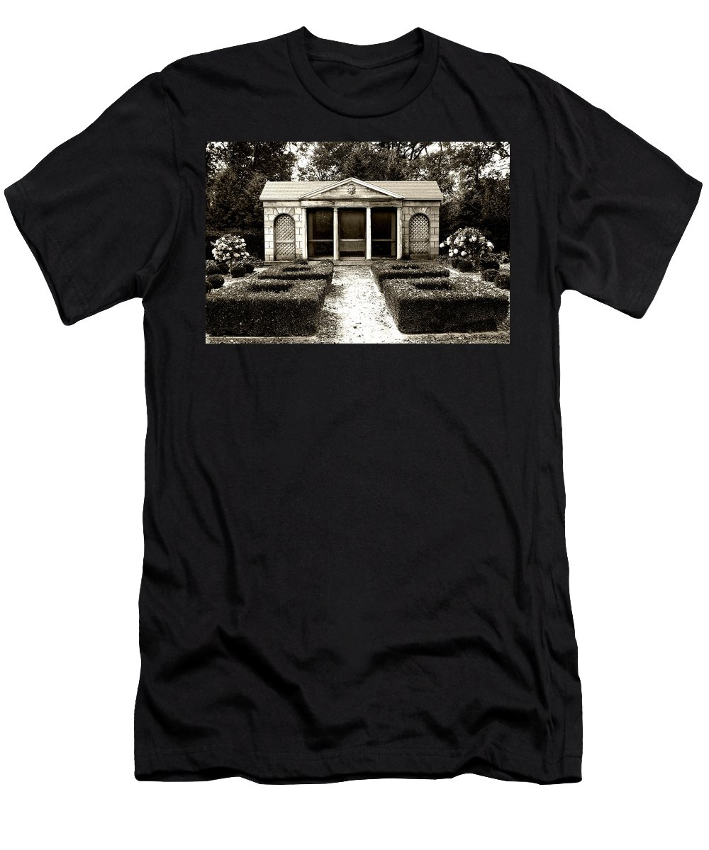 Garden Men's T-Shirt (Athletic Fit) featuring the photograph The Old Garden House by Tom Reynen