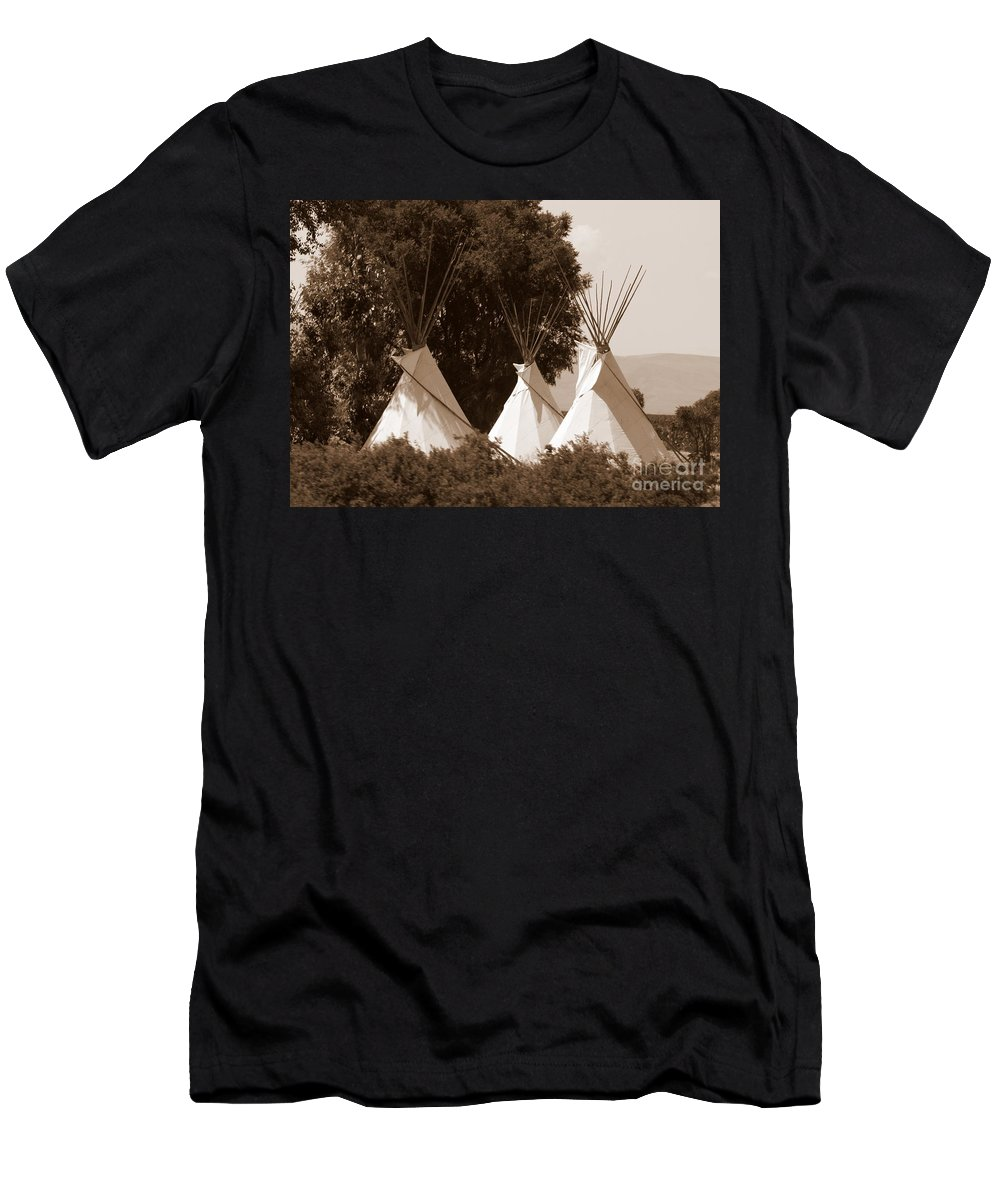 Tipis Men's T-Shirt (Athletic Fit) featuring the photograph Tipis In Toppenish by Carol Groenen