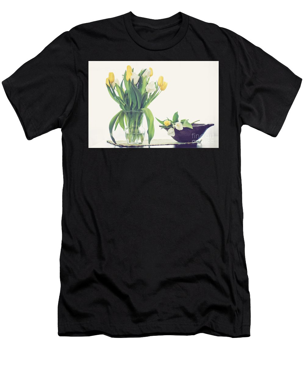 Cheryl Baxter Photography Men's T-Shirt (Athletic Fit) featuring the photograph Tulip Art by Cheryl Baxter