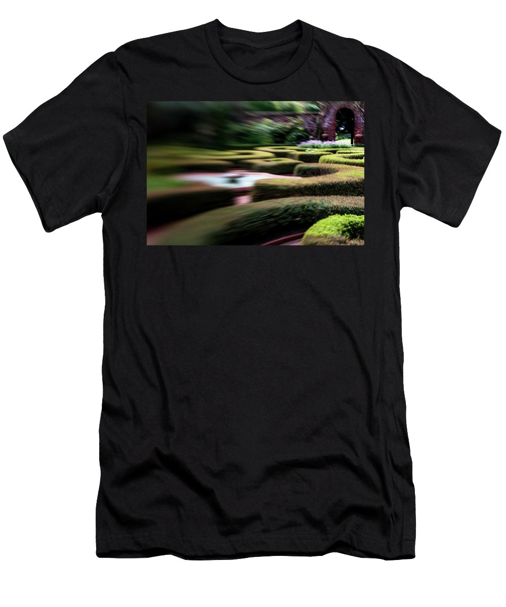 Tyron Palace Men's T-Shirt (Athletic Fit) featuring the photograph Tyron Palace by Ginnie Lerch