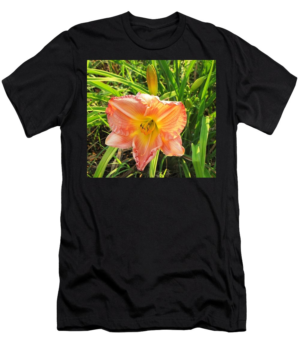 Day Lily Men's T-Shirt (Athletic Fit) featuring the photograph Vibrant Daylilly by Pam Davis
