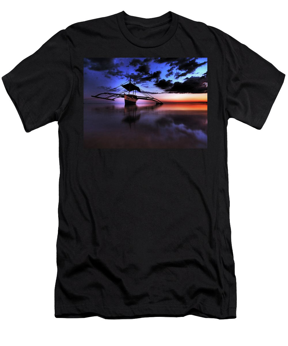 Sunset Men's T-Shirt (Athletic Fit) featuring the photograph Waiting by Cesar Caina