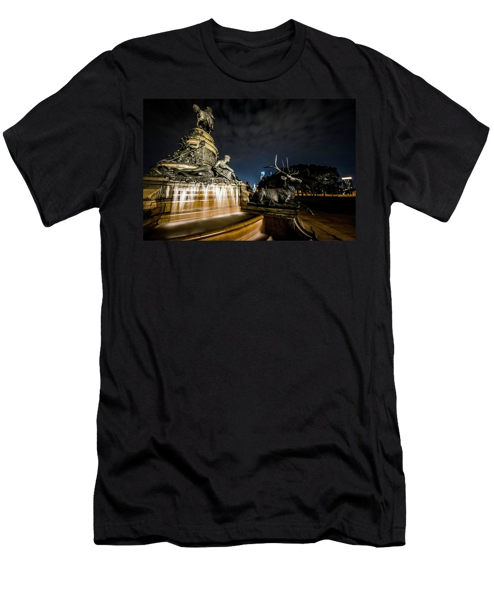 #philly #phillyarchitecture #cityscape #washingtonmonumentfountain #nightshot #nightshots #citybeauty #addicted_to_nights #igers_philly #visitphilly #radphotographe Men's T-Shirt (Athletic Fit) featuring the photograph Washington Monument Fountain by Richard Dorr