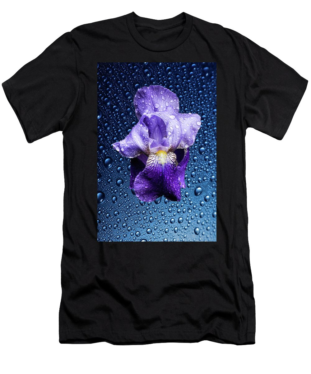 Blue Men's T-Shirt (Athletic Fit) featuring the photograph Water Drops On Purple Iris by Hans Schrodter
