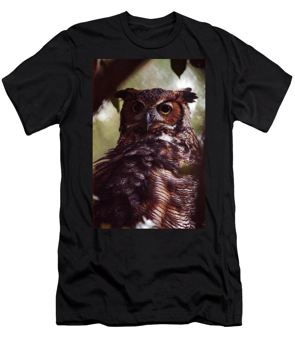 Clay Men's T-Shirt (Athletic Fit) featuring the photograph Who by Clayton Bruster