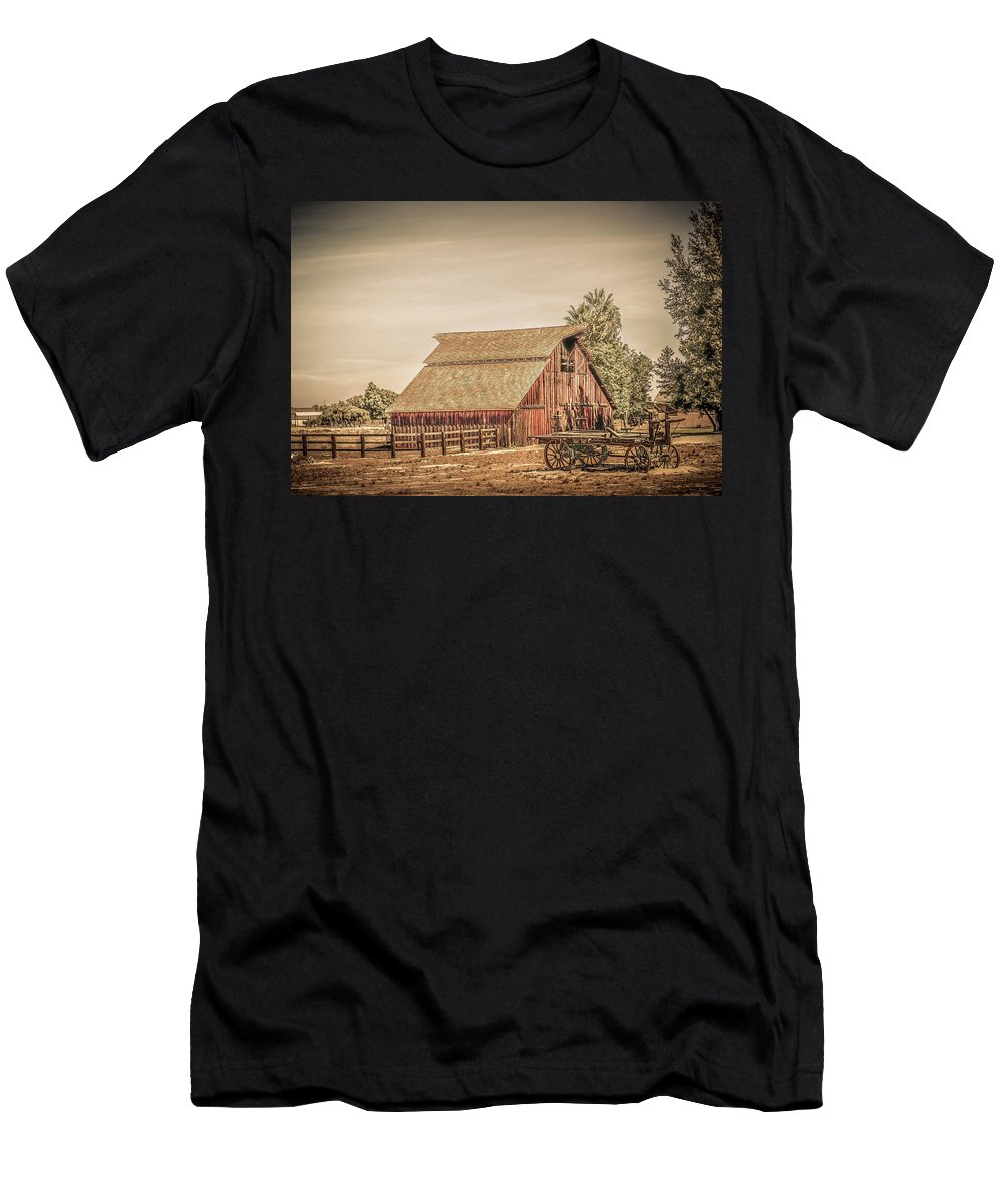 Wild West Men's T-Shirt (Athletic Fit) featuring the photograph Wild West Barn And Hay Wagon by Gene Parks