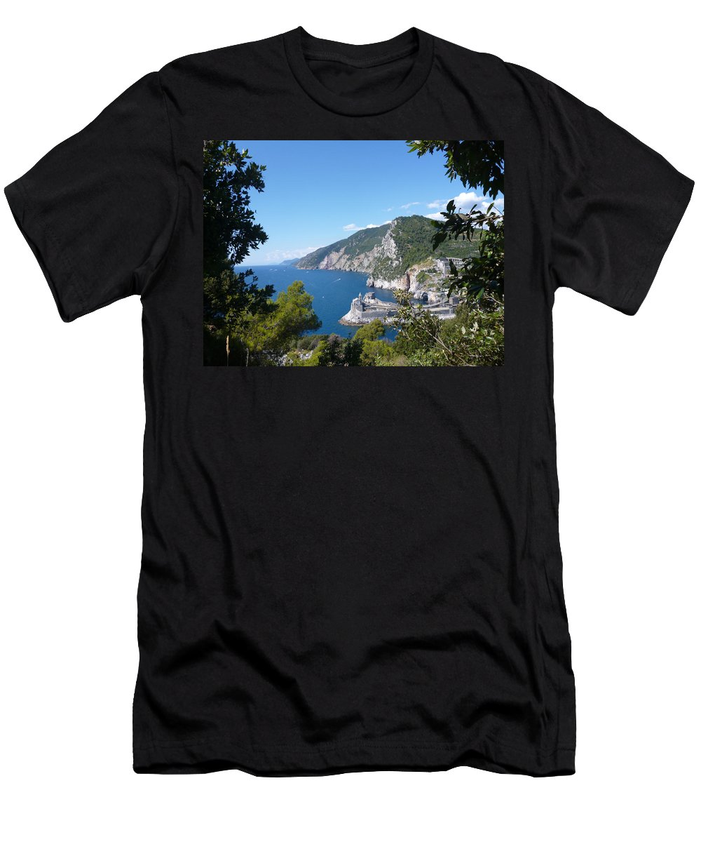 Seascape Men's T-Shirt (Athletic Fit) featuring the photograph Window To The Sea by Laura Greco