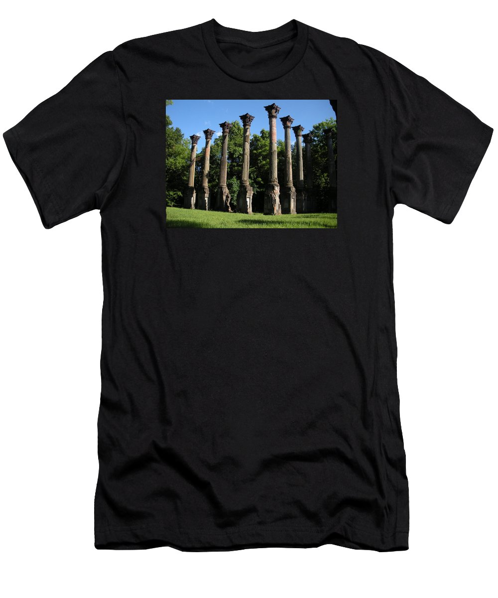 Plantation Men's T-Shirt (Athletic Fit) featuring the photograph Windsor Mansion 1 by Nelson Strong