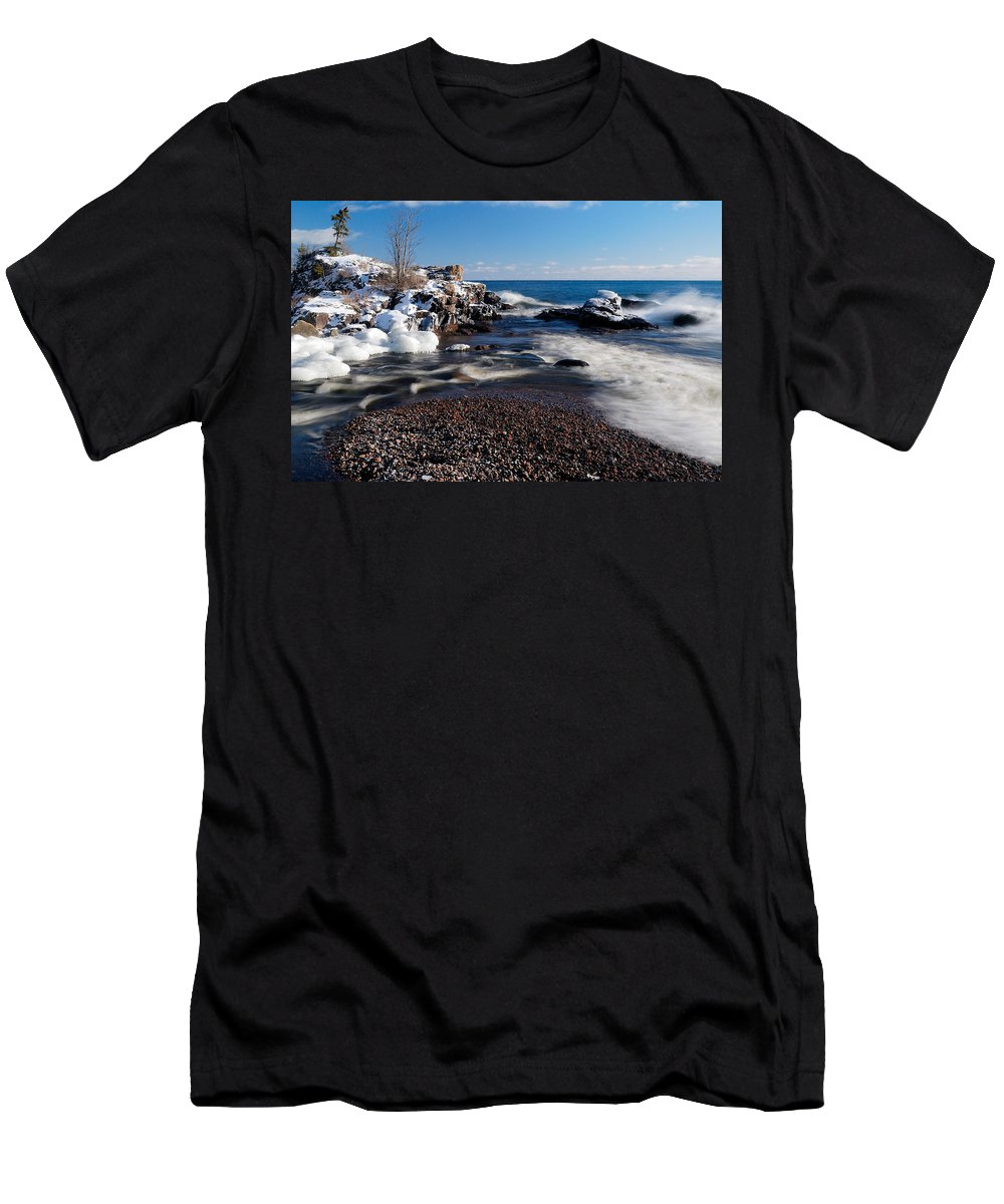Michigan Men's T-Shirt (Athletic Fit) featuring the photograph Winter Splash by Sebastian Musial