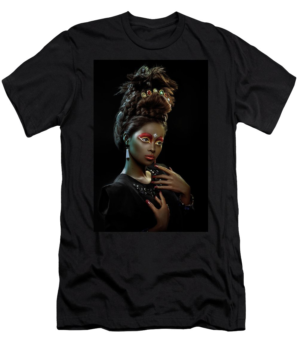 Black And White Men's T-Shirt (Athletic Fit) featuring the photograph Woman With Beehive Hairstyle And Jewelry Headdress by Erich Caparas