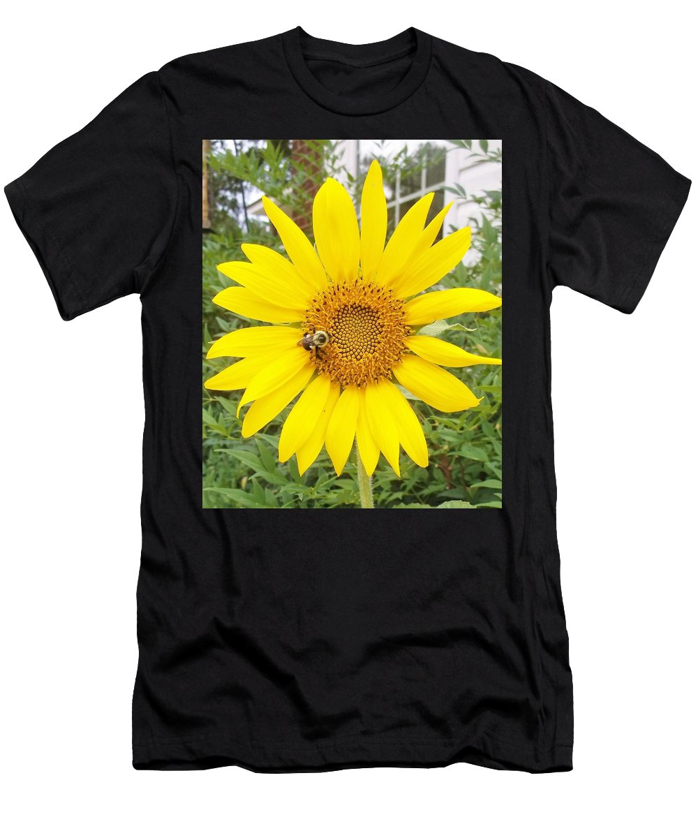Sunflower With Bee Men's T-Shirt (Athletic Fit) featuring the photograph Yummy Sunflower by Barbara De La Cruz