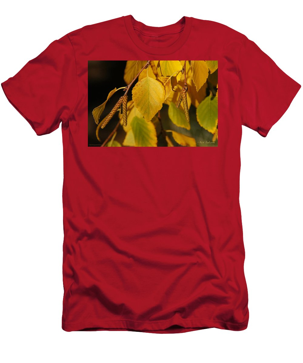 Birch Men's T-Shirt (Athletic Fit) featuring the photograph Autumn Birch In Southern Oregon by Mick Anderson