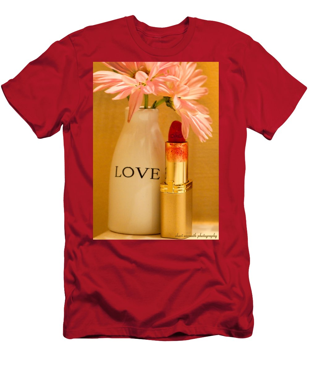 Daisy Men's T-Shirt (Athletic Fit) featuring the photograph Lipstick Love by Sheri Bartoszek