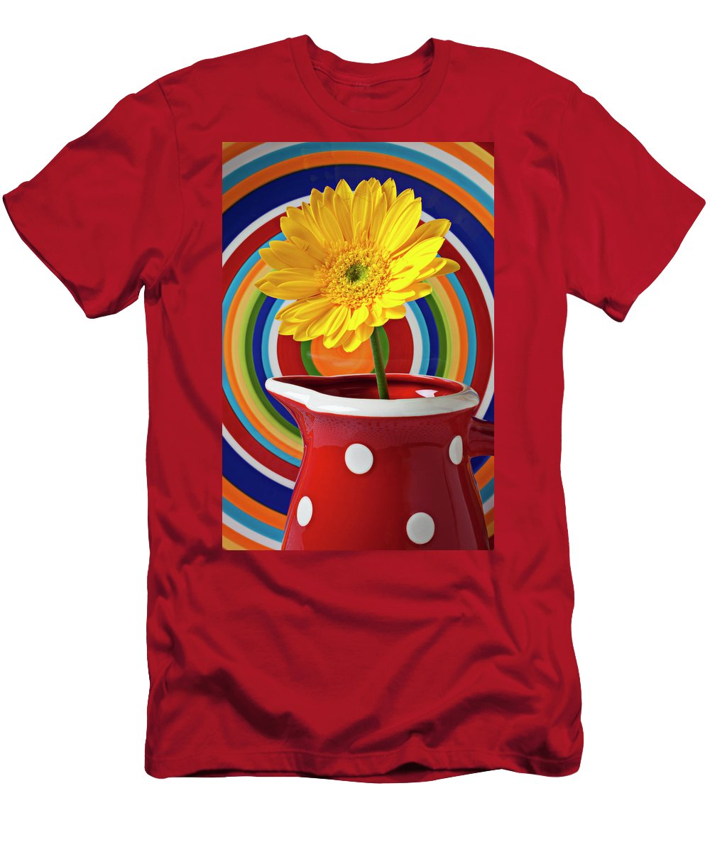 Yellow Daisy Red Pitcher Plate Men's T-Shirt (Athletic Fit) featuring the photograph Yellow Daisy In Red Pitcher by Garry Gay