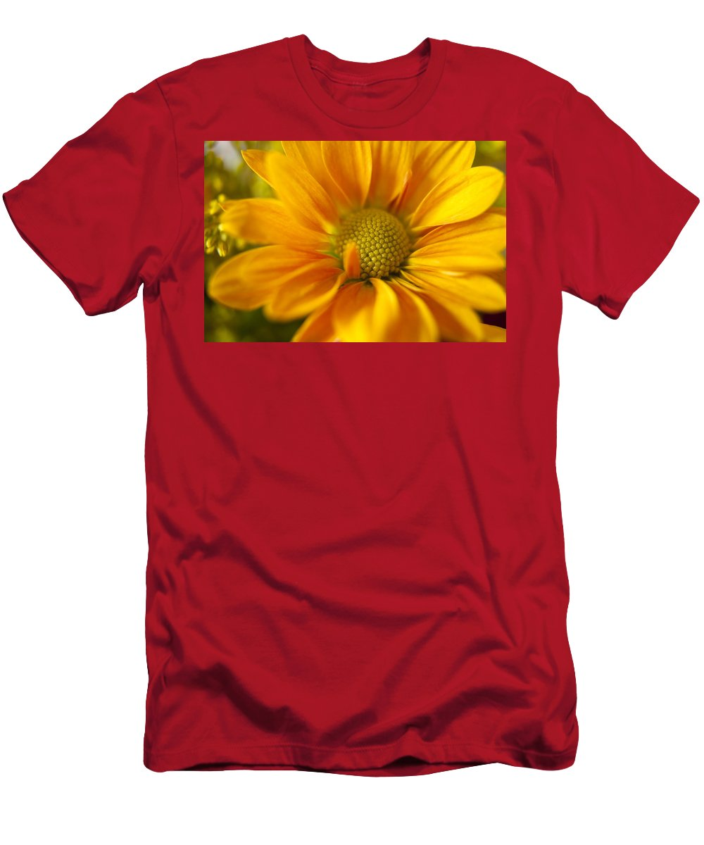 Flower Men's T-Shirt (Athletic Fit) featuring the photograph Aster Close Up by Andrew Soundarajan