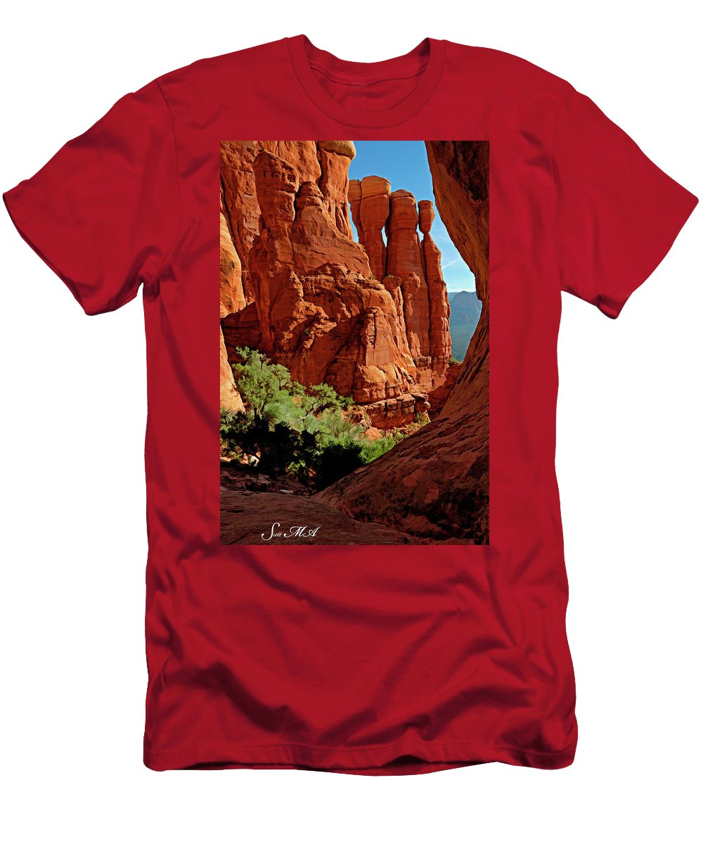 Arizona Men's T-Shirt (Athletic Fit) featuring the photograph Cathedral Rock 06-124 by Scott McAllister