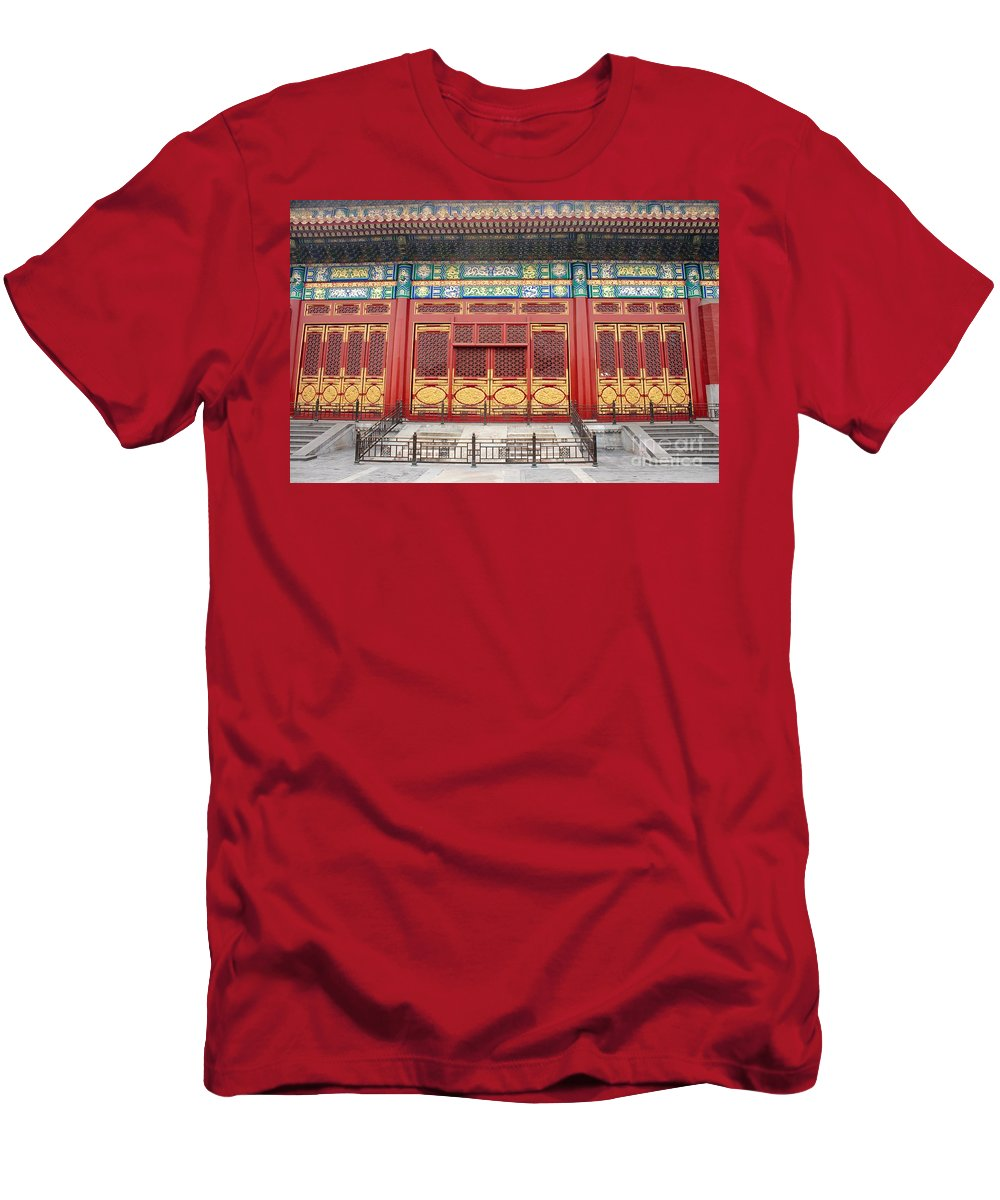 Detail Men's T-Shirt (Athletic Fit) featuring the photograph Forbidden City Building Detail by Thomas Marchessault