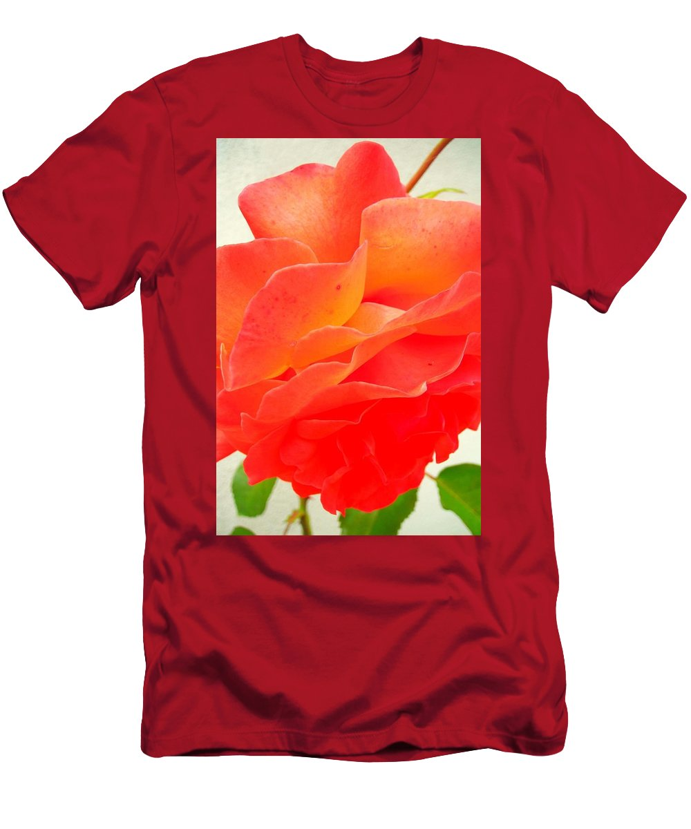 Flower Men's T-Shirt (Athletic Fit) featuring the photograph Friendship by Juergen Weiss