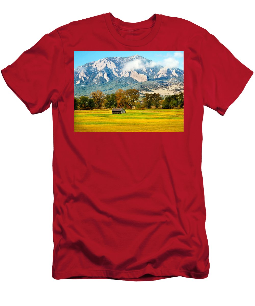 Rural Men's T-Shirt (Athletic Fit) featuring the photograph Old Shed by Marilyn Hunt