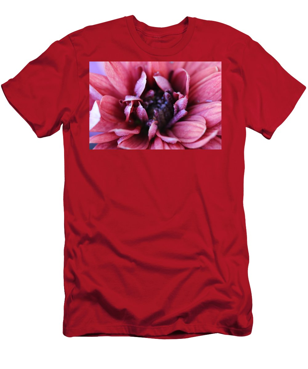 Photo Men's T-Shirt (Athletic Fit) featuring the photograph Rain On A Mum by Mandy Gansler