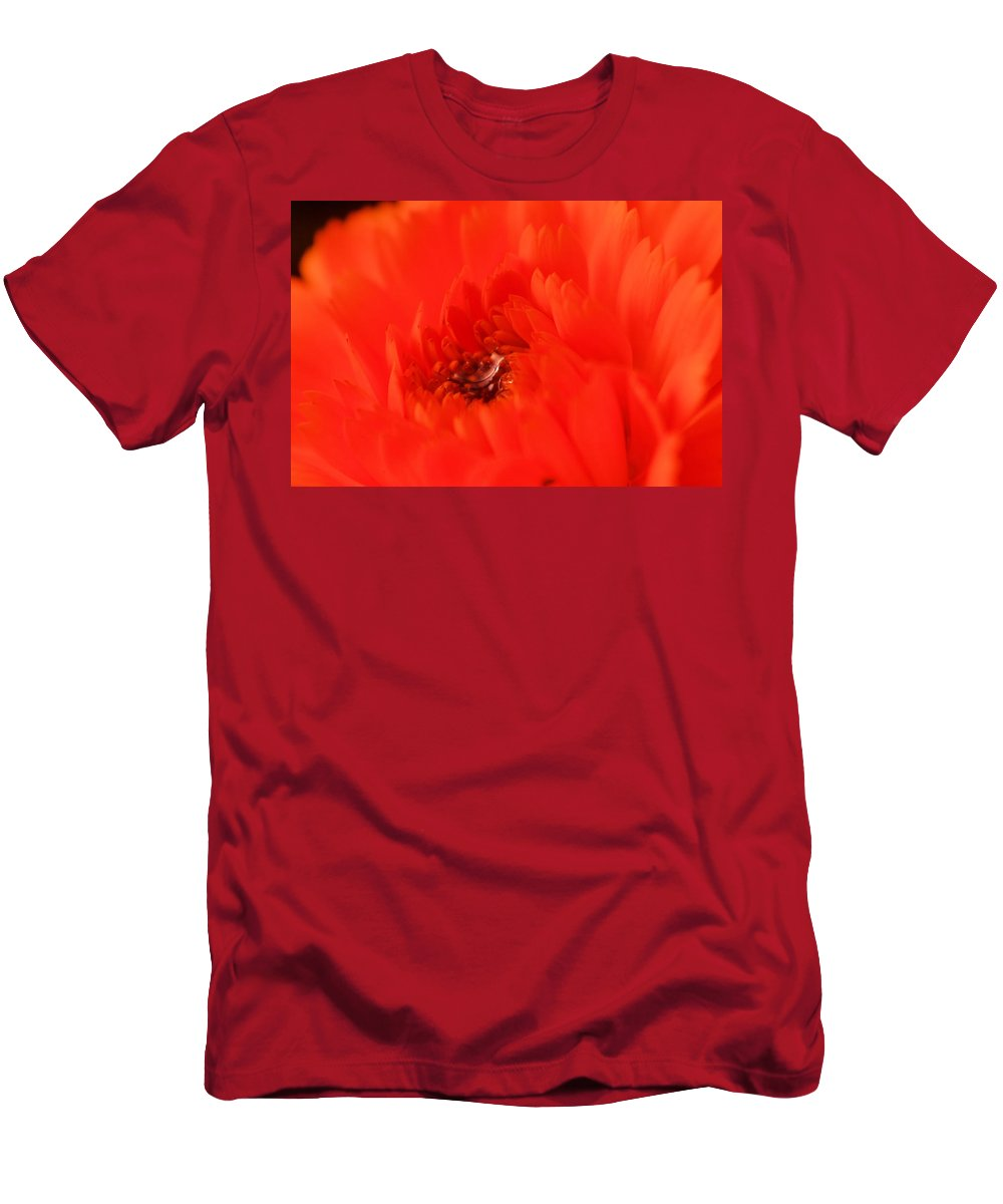 Flowers Men's T-Shirt (Athletic Fit) featuring the photograph Waterdrop In The Pistils by Jeff Swan