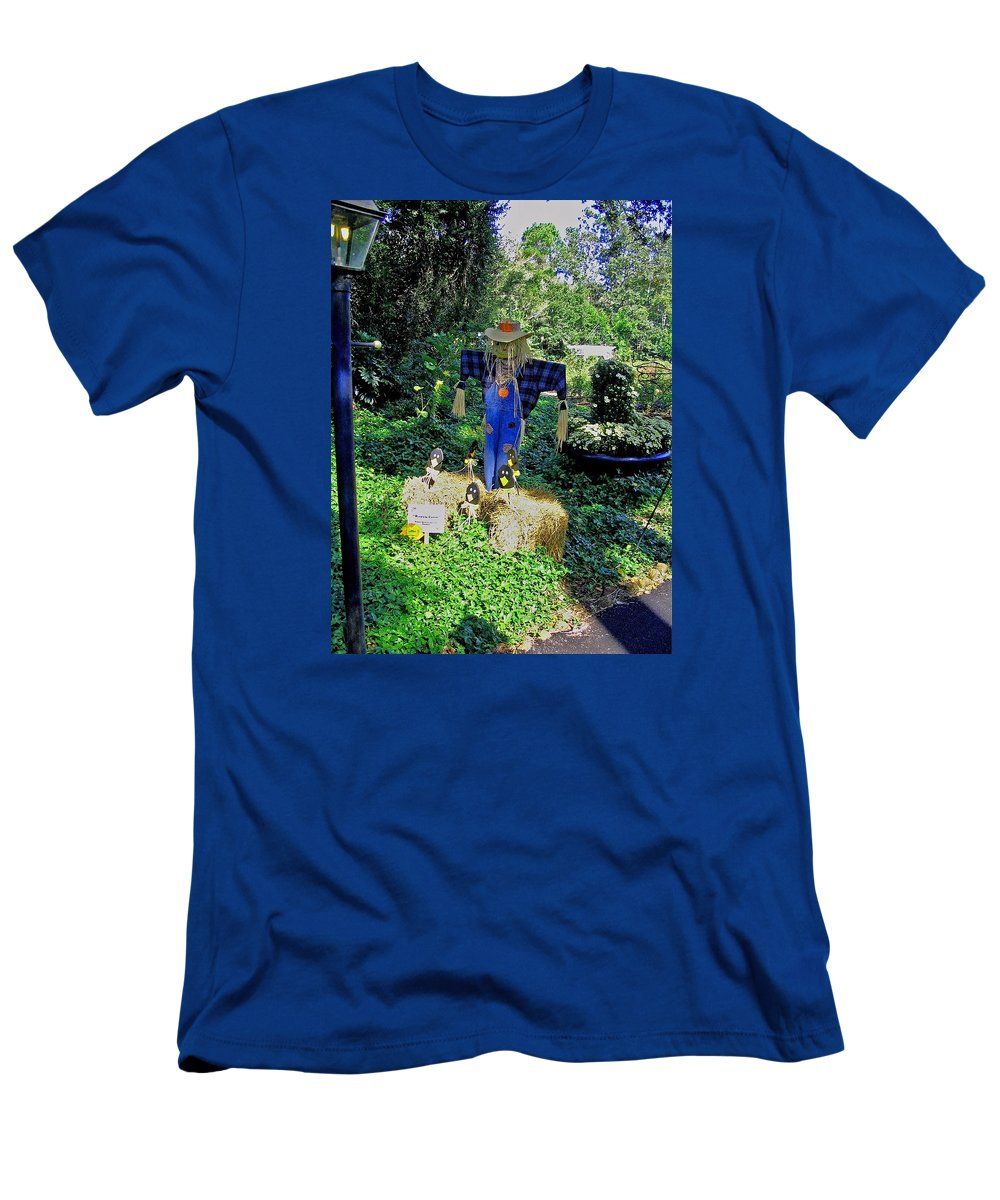 Photograph Men's T-Shirt (Athletic Fit) featuring the photograph Bayou Crow Scarecrow At Bellingrath Gardens by Marian Bell
