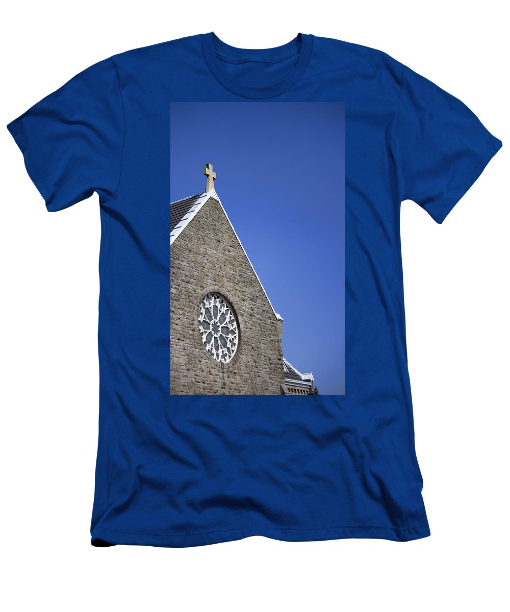 Men's T-Shirt (Athletic Fit) featuring the photograph Church In Tacoma Washington 2 by Cathy Anderson