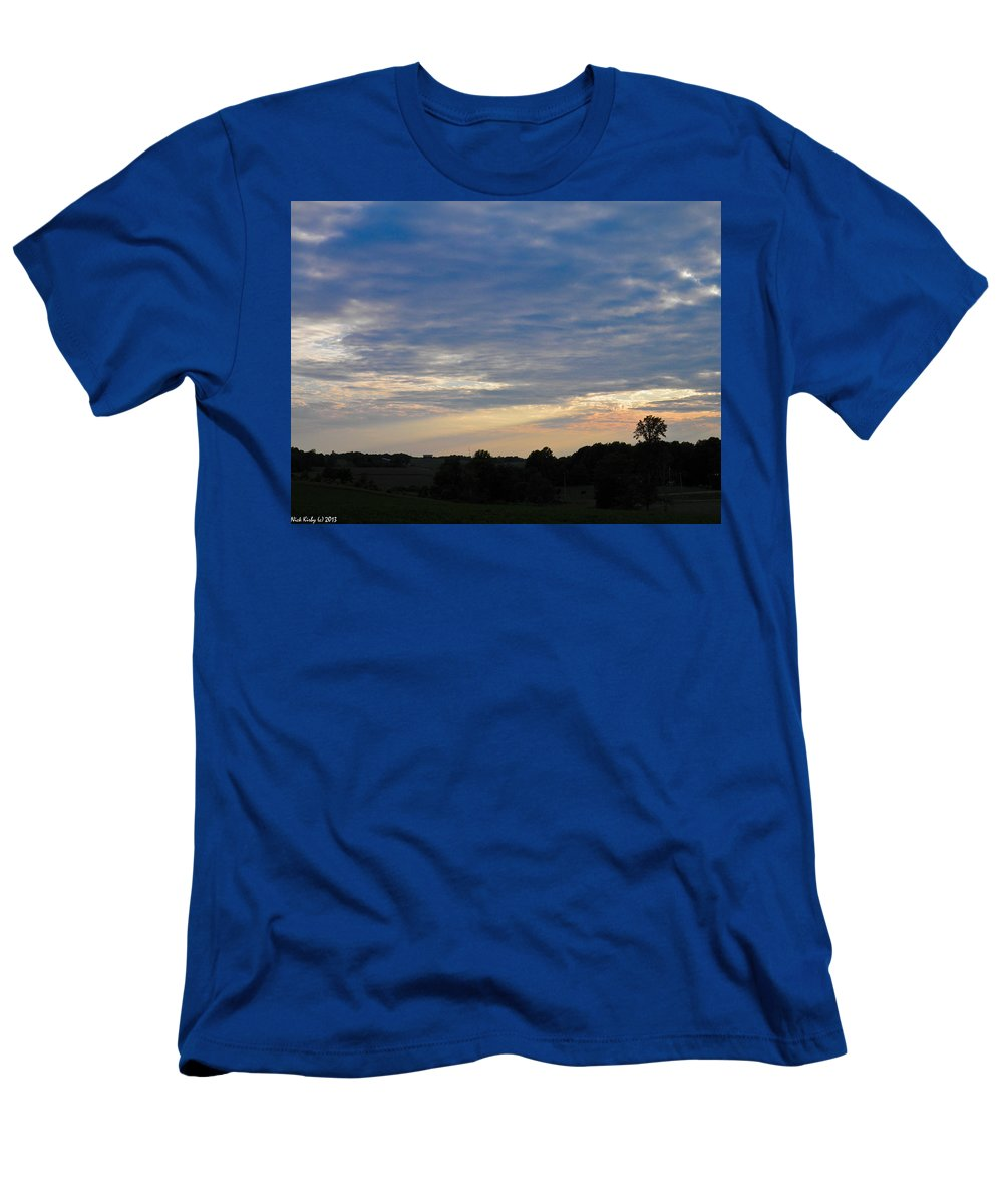 Sunset Men's T-Shirt (Athletic Fit) featuring the photograph Evening Rays 2 by Nick Kirby