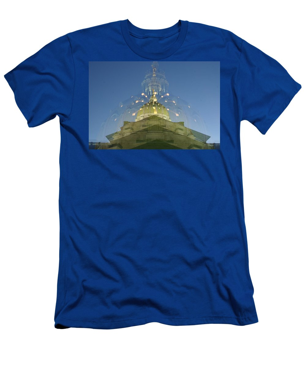 Zoom Men's T-Shirt (Athletic Fit) featuring the photograph Gradient Zoom by Rob Luzier