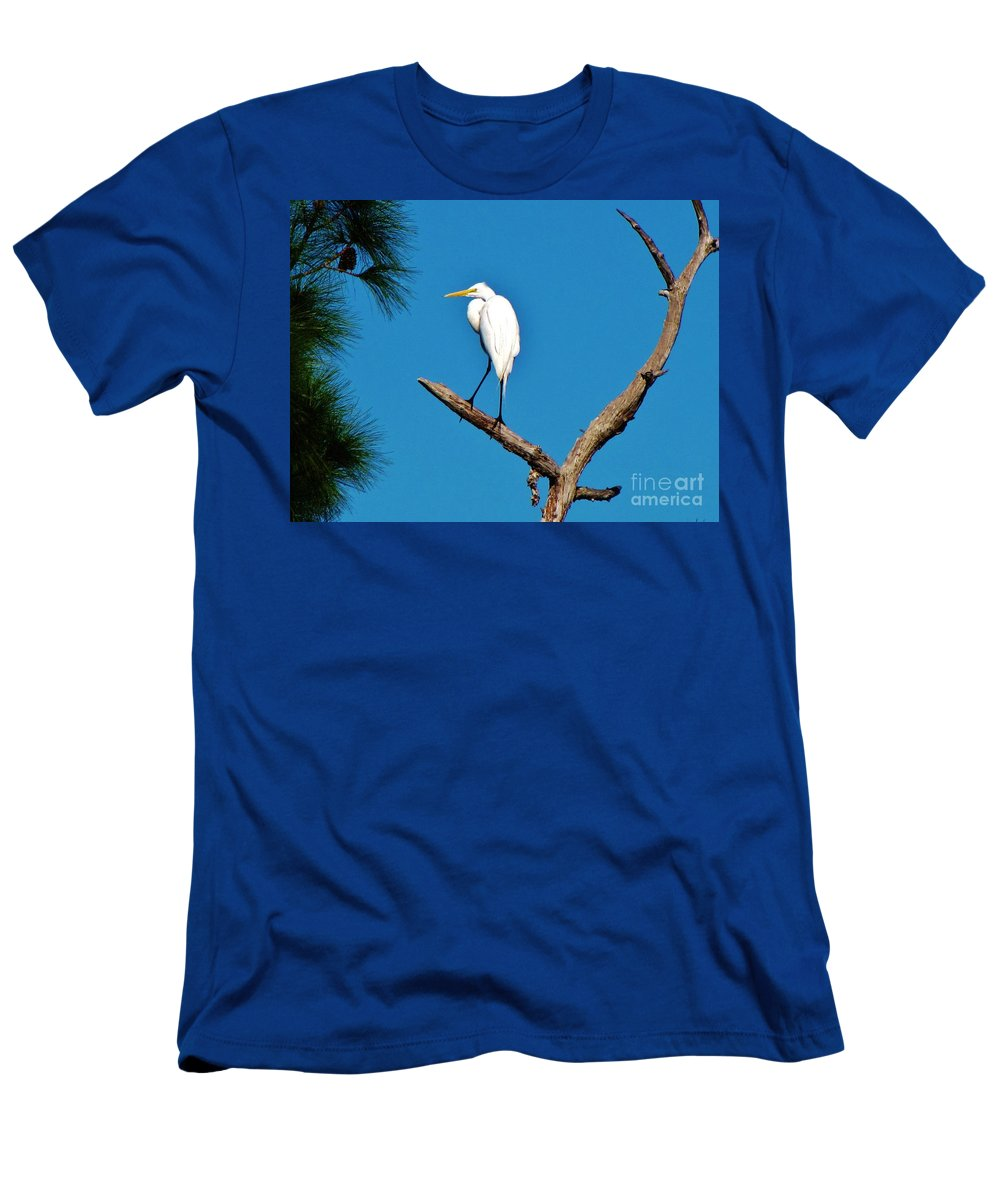 Egret Men's T-Shirt (Athletic Fit) featuring the photograph I Stand Alone by Keri West