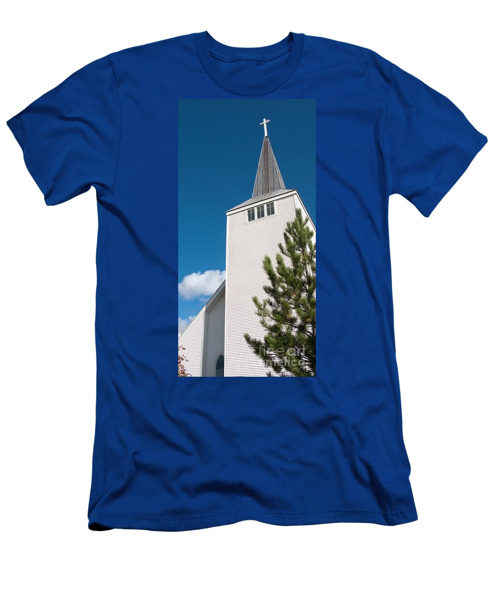 Cross Men's T-Shirt (Athletic Fit) featuring the photograph Lift High The Cross by Ann Horn