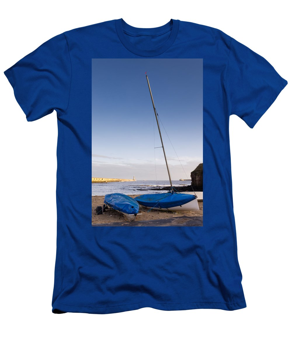 Beacon Men's T-Shirt (Athletic Fit) featuring the photograph Mouth Of The River Tyne by David Head