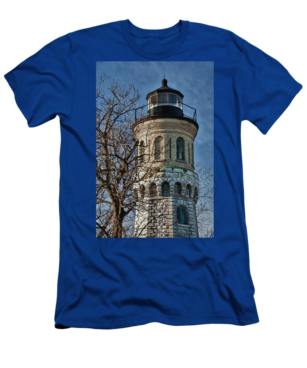 Lighthouse Men's T-Shirt (Athletic Fit) featuring the photograph Old Fort Niagara Lighthouse 4484 by Guy Whiteley