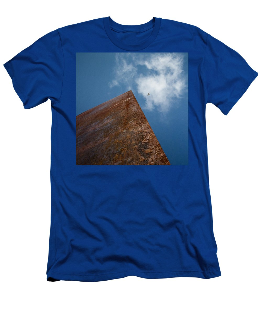 San Franscisco Men's T-Shirt (Athletic Fit) featuring the photograph Que Sera Serra by Dayne Reast