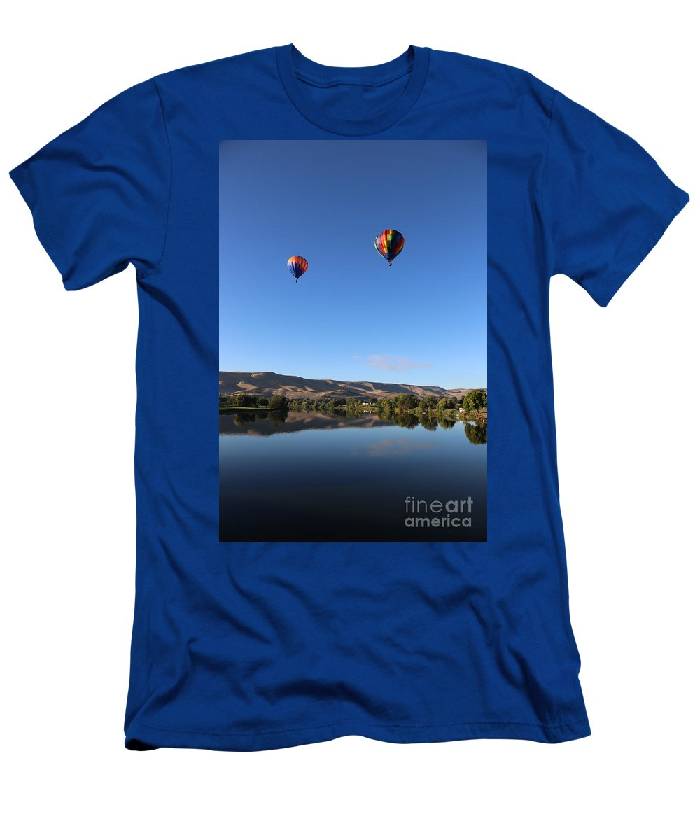 Prosser Men's T-Shirt (Athletic Fit) featuring the photograph Soaring In Prosser by Carol Groenen