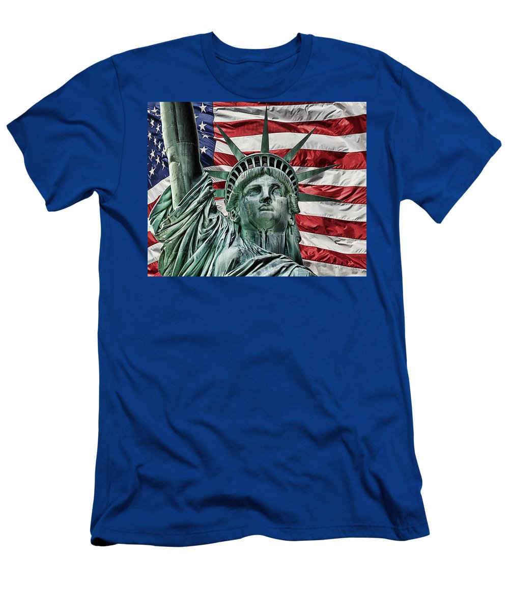 Lady Liberty Men's T-Shirt (Athletic Fit) featuring the photograph Spirit Of Freedom by Joachim G Pinkawa