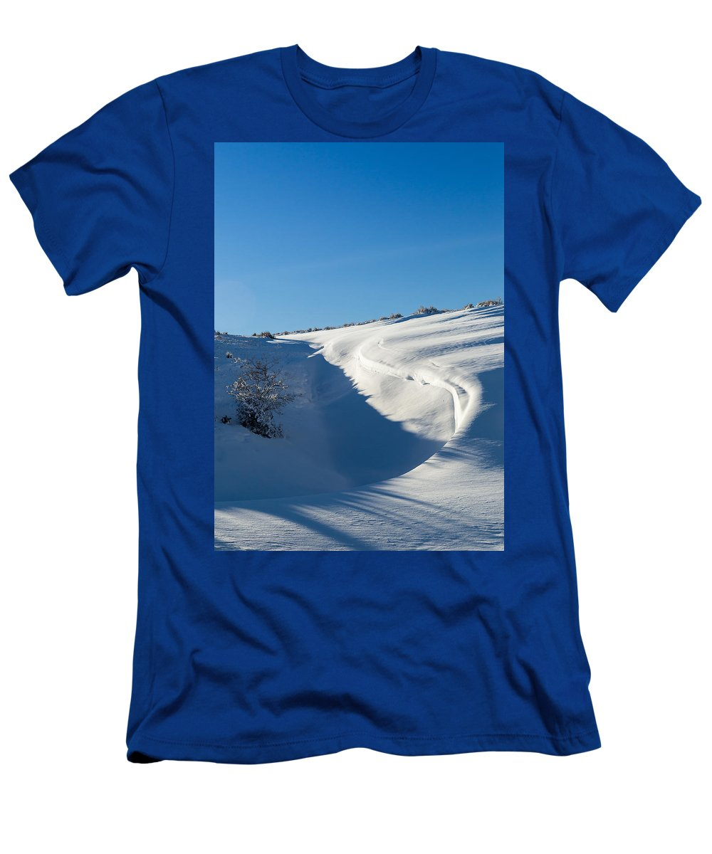 Wyoming Men's T-Shirt (Athletic Fit) featuring the photograph The Colors Of Snow by Michael Chatt